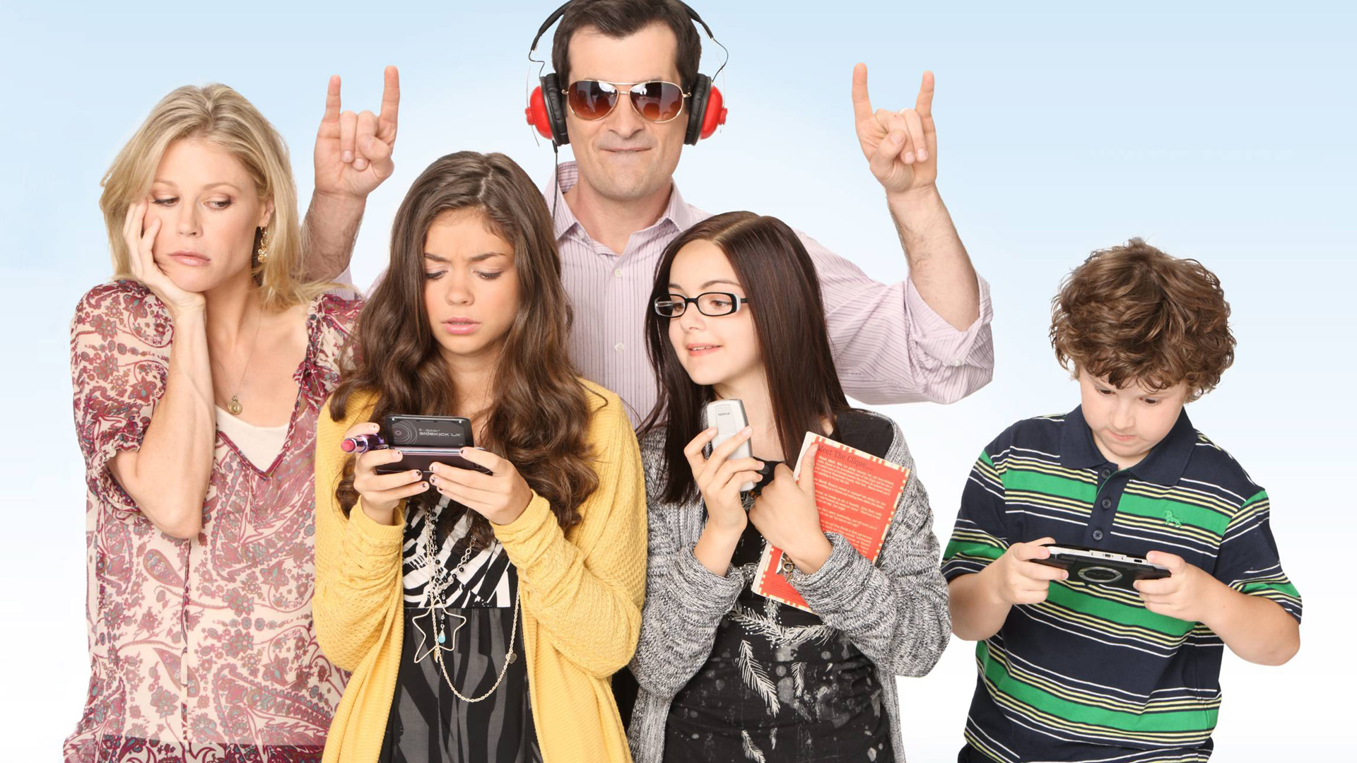 Modern Family Cancelled Or Renewed For Season 7? | Renew